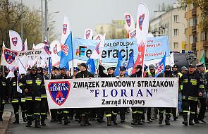 """Manifestanci OPZZ: """"Nie chcemy być śmieciami"""""""