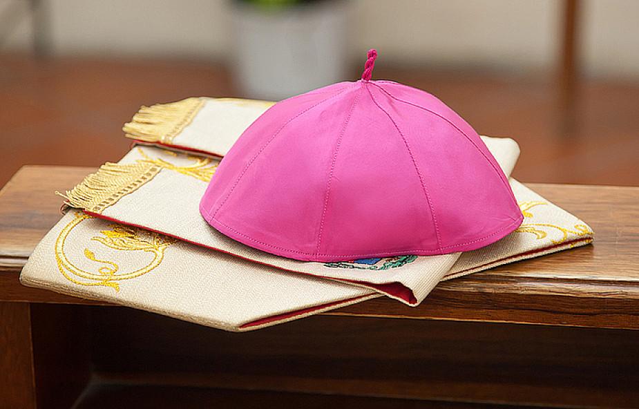 Franciszek przyjął rezygnację biskupa, który zwlekał ze zgłoszeniem księdza pedofila