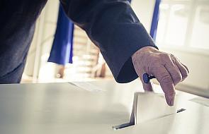 """""""Psotnicy"""" i """"taktycy"""" przy wyborczych urnach"""