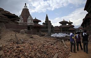 Nepal: liczba zabitych w trzęsieniu ziemi może sięgnąć 10 tys.