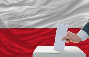 Poparcie senackich komisji dla referendum