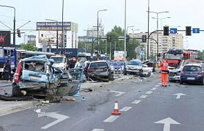 Kierowca, który uszkodził 18 aut, usłyszał zarzuty