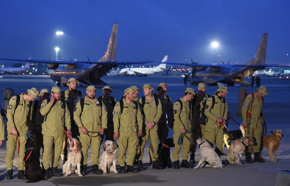 69 polskich strażaków wróciło z Nepalu