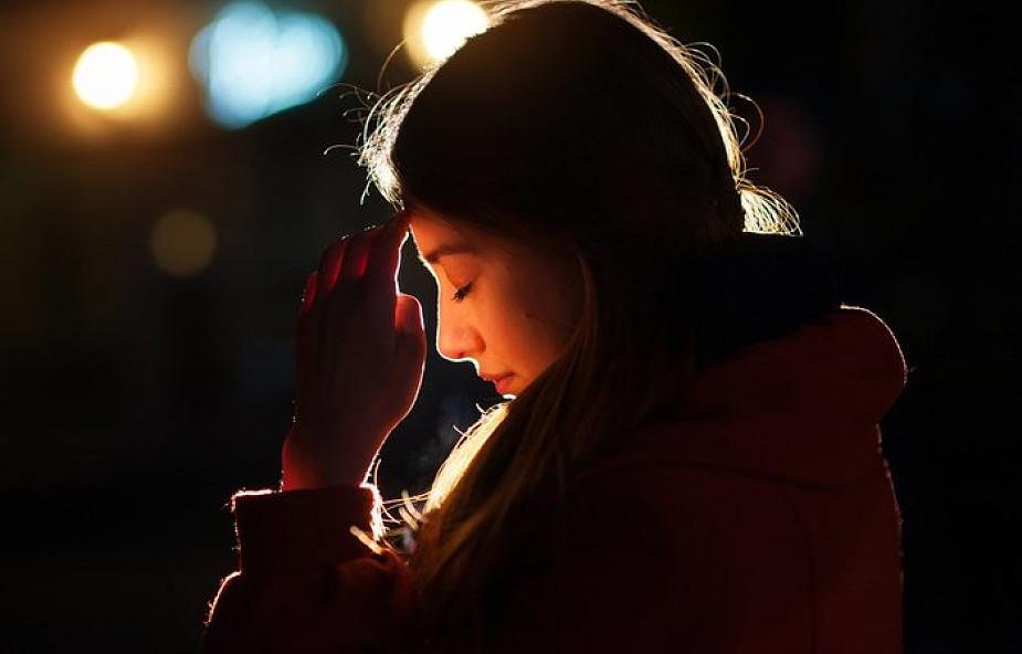 Jak skutecznie walczyć z rozproszeniami na modlitwie