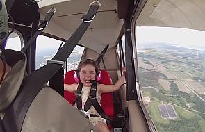 Ma 4 lata i kocha akrobacje w powietrzu [VIDEO]
