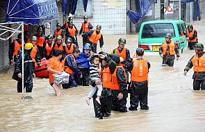 Chiny: Tajfun wymusił ewakuację 1,1 mln ludzi