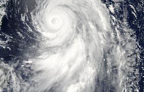 Japonia: dwie ofiary śmiertelne tajfunu Nangka