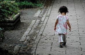 Małe dzieci nie powinny trafiać do domów dziecka