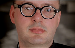 """""""Można być księdzem i nie być skostniałym palantem"""""""