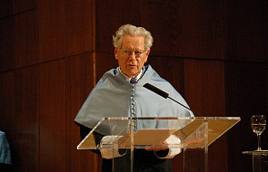 Hans Küng apeluje o wsparcie dla papieża