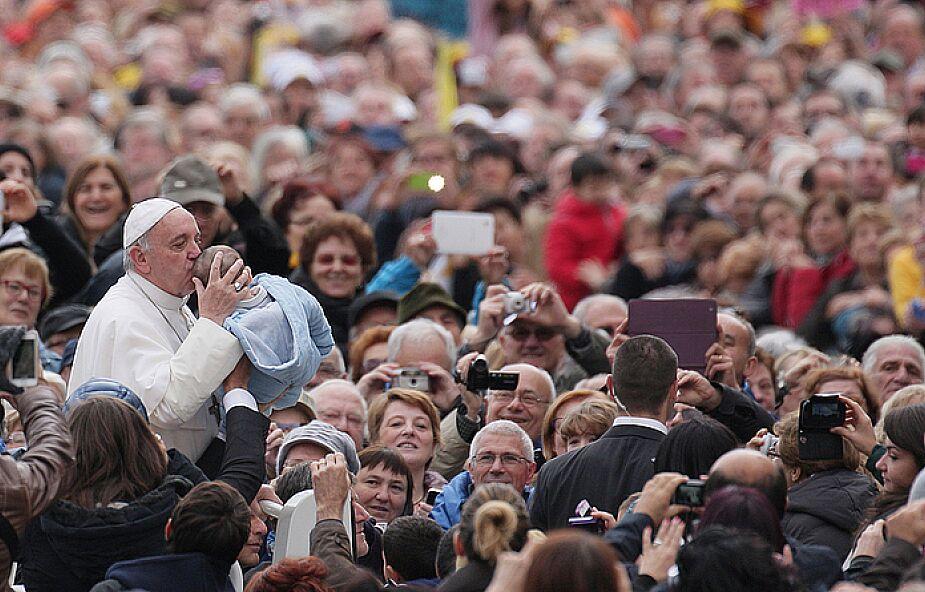 Ponad 400 tys. katolików apeluje do Franciszka