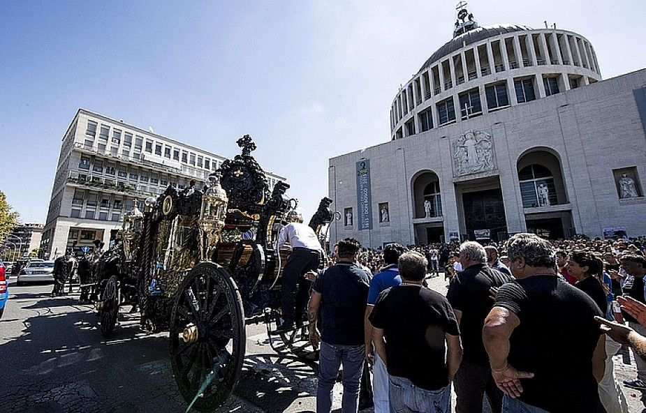 Włochy: mafijny pogrzeb wywołał oburzenie