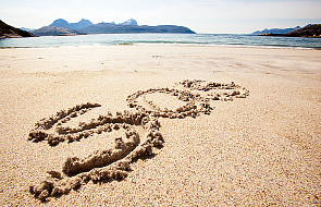 Zaginionego turystę uratował napis na piasku
