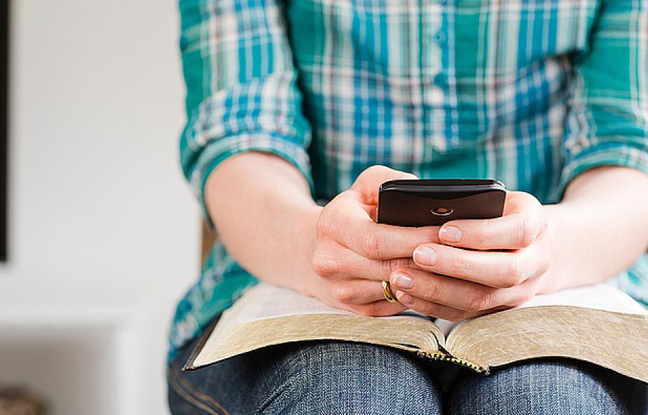 5 aplikacji niezbędnych w smartfonie katolika