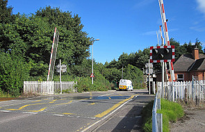 Spada liczba wypadków na przejazdach kolejowych