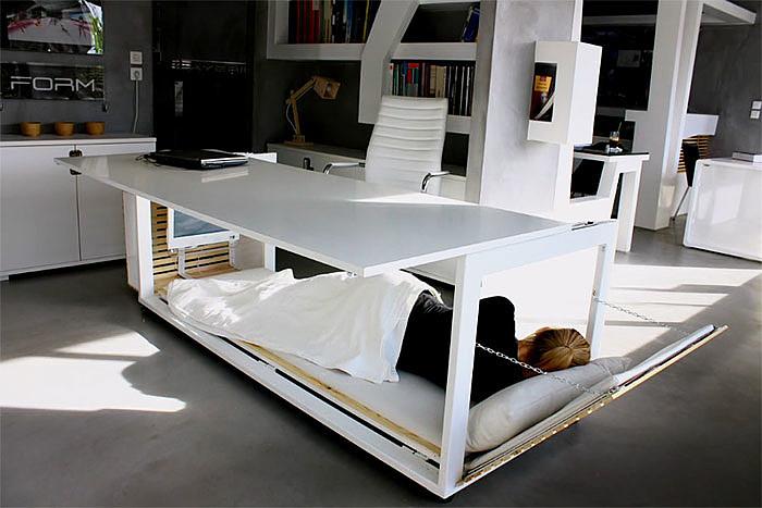 Producent mebli sprzedaje biurko... zmienialne w łóżko - zdjęcie w treści artykułu nr 2