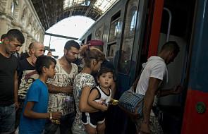 Węgry: wpuszczono imigrantów na dworzec