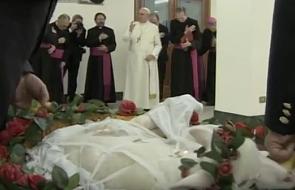 Papież Franciszek poświęcił baranki