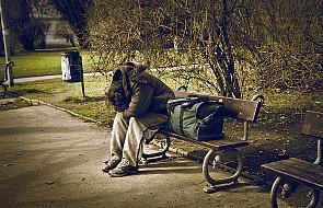 Caritas i straż miejska dowożą posiłki bezdomnym
