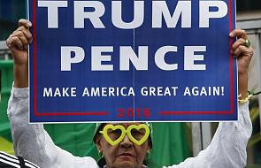 """Trump wyprzedza Clinton w sondażu """"Washington Post"""""""