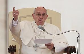 Papież: musimy obalić mury i budować mosty
