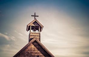 Ukraina: ludzie ufają przede wszystkim Kościołom