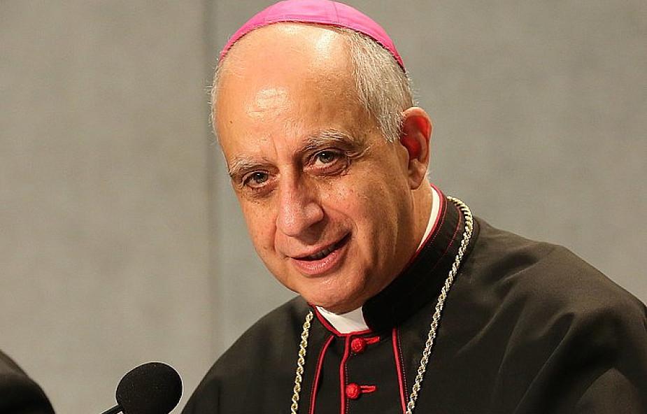 Abp Fisichella: Jubileusz postawił miłosierdzie w centrum Kościoła