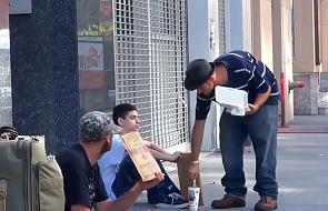 Właśnie dlatego warto pomagać bezdomnym [WIDEO]