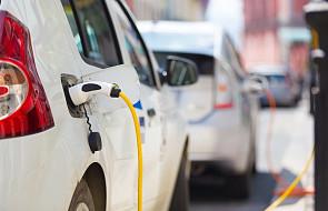 Inżynierowie sypią autami na prąd