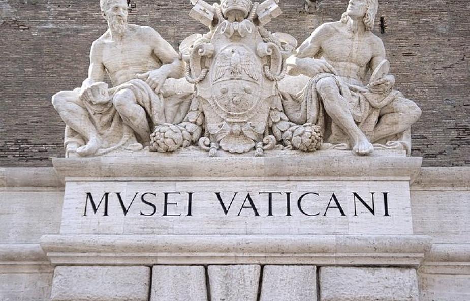 Kobieta pokieruje Muzeami Watykańskimi