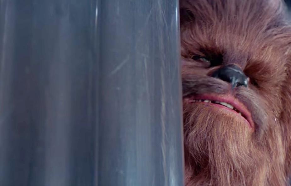 """Posłuchajcie, jak Chewbacca śpiewa """"Cichą noc"""""""