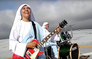 Te siostry naprawdę wiedzą, co znaczy radość [WIDEO]