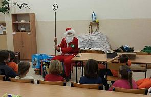 Oświadczenie Caritas ws. Mikołaja z logiem ONR