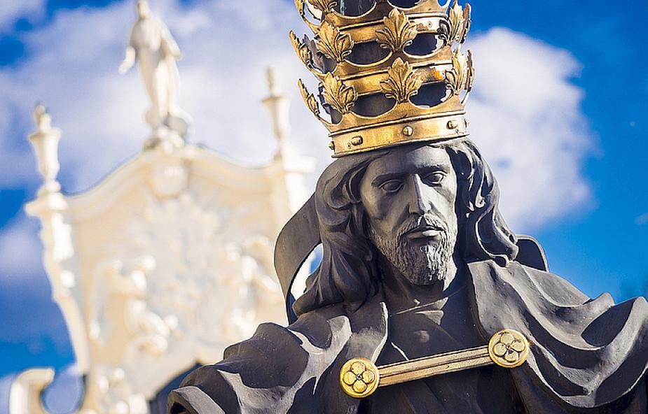 Usadzić Jezusa na tronie