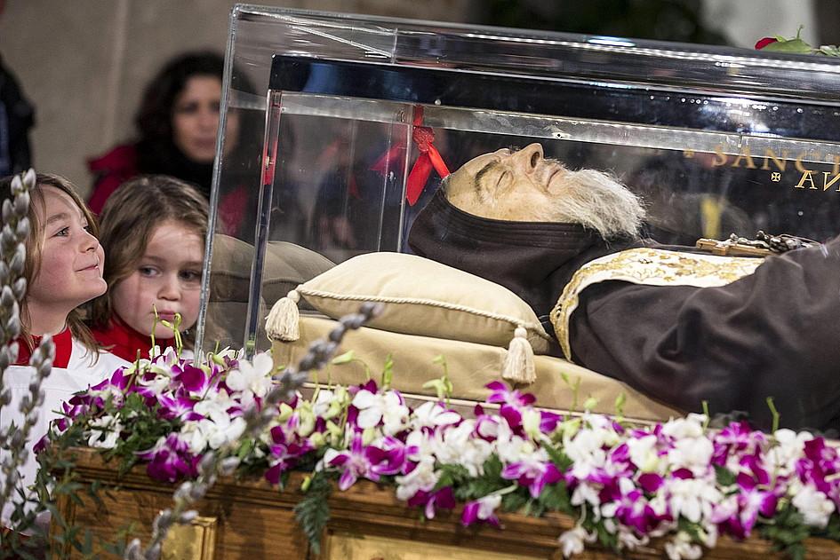 Nietknięte ciało ojca Pio w Rzymie - zdjęcie w treści artykułu nr 2