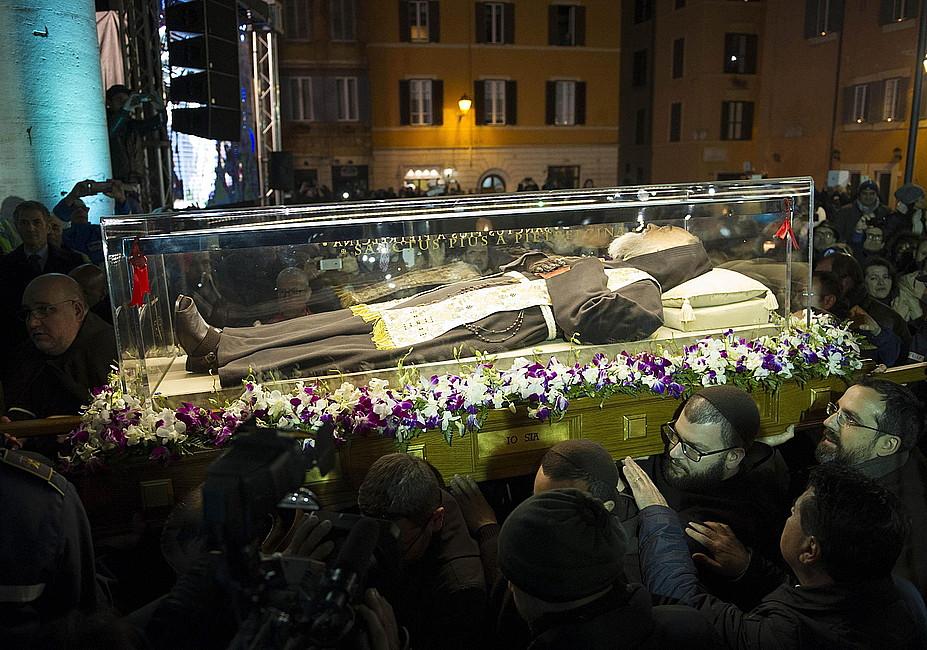 Nietknięte ciało ojca Pio w Rzymie - zdjęcie w treści artykułu
