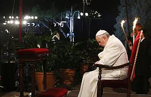 """Droga Krzyżowa z papieżem: """"Bóg jest miłosierdziem"""""""
