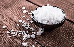 Dlaczego nie wolno przesadzać z solą?