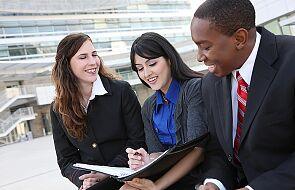 Francja: rząd chce pomóc młodym na rynku pracy