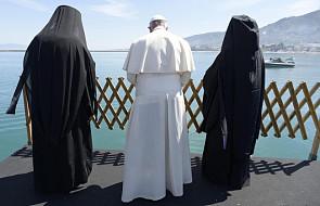 """Lesbos: papież złożył hołd """"ofiarom nieludzkich podróży"""""""