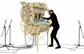 To bardzo dziwny instrument. Ale gra wspaniale [WIDEO]