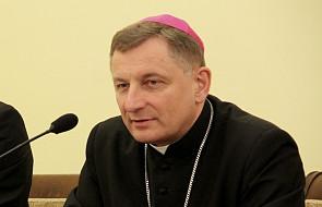 Bp Zadarko: Papież wyciąga rękę do imigrantów