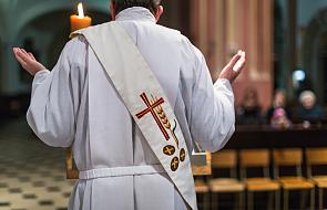 Takiego zachowania kapłana przy ołtarzu nikt się nie spodziewał [WIDEO]