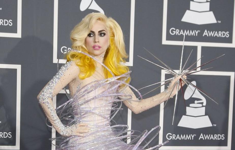 """""""Bóg nigdy nie jest kwestią mody"""". Lady Gaga odpowiada katolickiemu portalowi"""