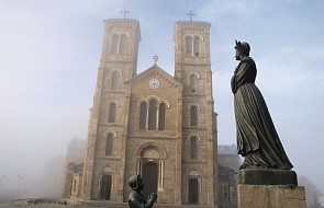 Franciszek ukoronował Matkę Bożą z La Salette