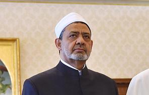 Wielki imam z Al-Azhar modlił się w miejscu zamachu w Paryżu