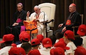 Franciszek modlił się z dziećmi uchodźców za ofiary utonięć