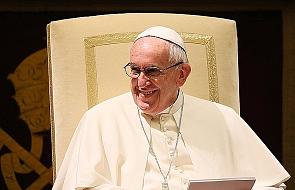 Franciszek na Twitterze o obecności Boga