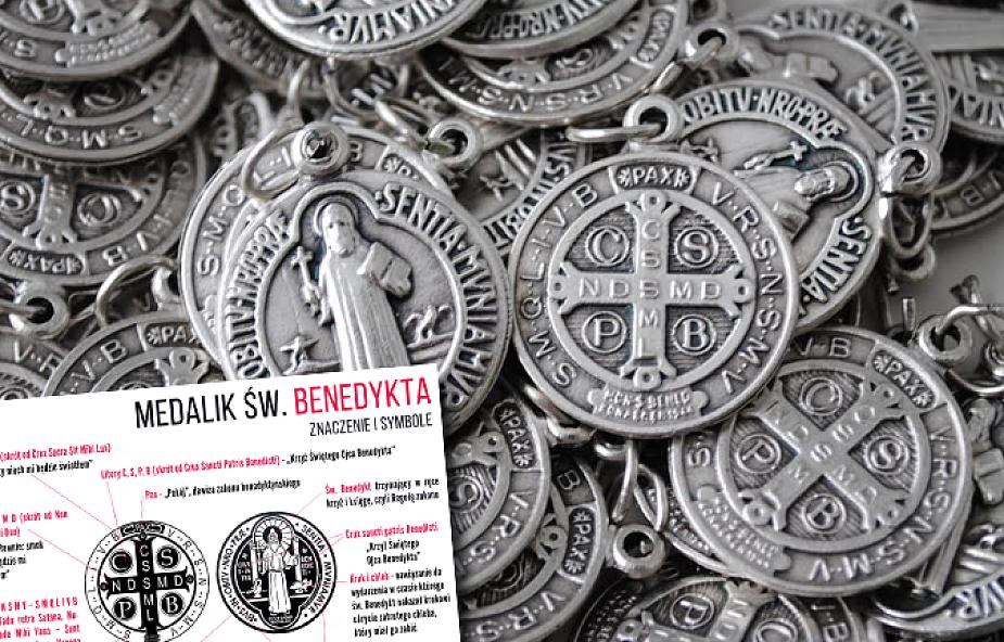 Poznaj znaczenie symboli na Medaliku św. Benedykta [INFOGRAFIKA]