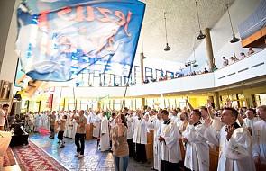 Bp Lityński poświęcił krzyż na Przystanku Jezus